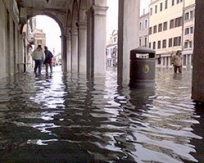 250px-Acqua_alta_chioggia_02_1DIC.2008